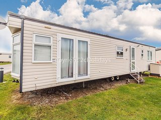 Luxury 4 berth caravan for hire in Suffolk by the beach ref 40100
