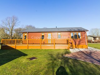 Stunning  luxury lodge in with a FULL lake view and decking in Suffolk ref 60002