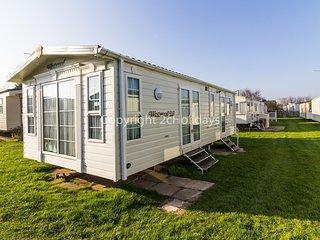 Luxury 6 berth caravan for hire by the beach in Norfolk ref 50030H