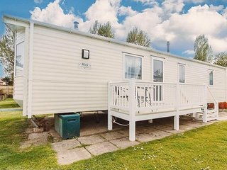 Luxury caravan for hire at Hopton Holiday village on a great spot ref 80094S