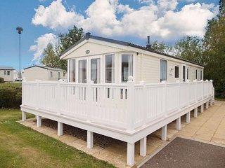 Platinum caravan for hire at Haven Hopton in Norfolk ref 80007