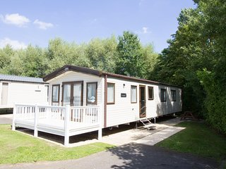 Luxury caravan for hire by the beach at Haven Hopton in Norfolk.  ref 80012SD