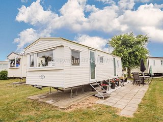 6 berth caravan to hire at Cherry tree Holiday park nr Great Yarmouth ref 70725C