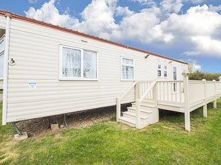 8 berth dog friendly caravan with central heating. Kessingland park ref 90040SG