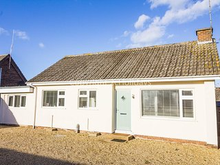Stunning dog friendly Holiday cottage in beautiful Heacham, Norfolk ref 99015L