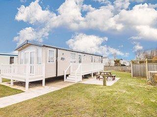 Luxury caravan for hire at Haven Hopton park in Norfolk.2 night stays ref 80041G