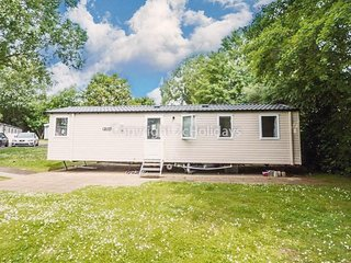 Luxury 8 berth caravan for hire at Haven Hopton. 2 night stays ref 80014