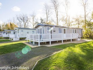 Platinum caravan for hire at Hopton holiday village in Norfolk ref 80005B