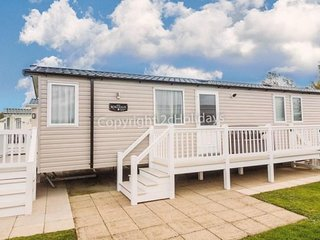 Luxury & immaculate 8 berth caravan for hire at Hopton Haven park ref 80009W