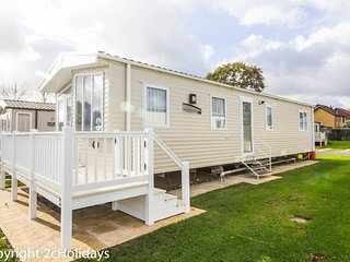 Platinum 8 berth caravan for hire at Haven Hopton in Norfolk ref 80035T