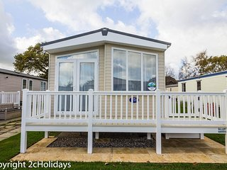 Platinum caravan for hire at Haven Hopton in Norfolk ref 80035T