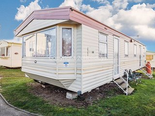 8 berth caravan for hire close to beach at Kessingland park Suffolk ref 90044SV
