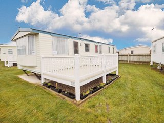 8 berth caravan for hire with decking at Cherry tree park Norfolk ref 70717