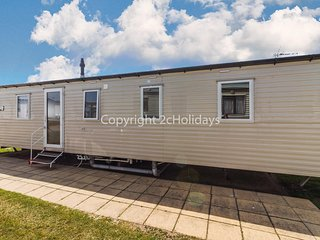 8 berth caravan at Haven Hopton on Sea in Norfolk. from 2 night stays ref 80041F