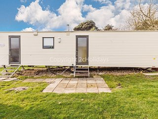 8 berth caravan to hire in Kessingland park, Suffolk ref 90015