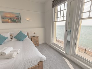 TOTLAND BAY - NEWLY RENOVATED PIER VIEW APARTMENT (4)
