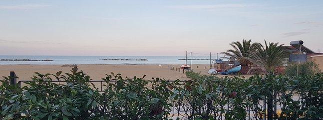 Casa vacanze con giardino fronte mare 'Oasi'