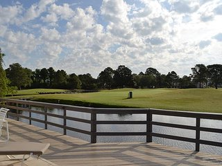 Linkside 436 - GOLF CART, private outdoor deck on the water, pool nearby