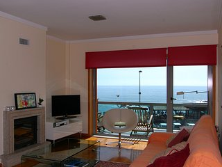 H2OPorto Beachfront - 2 bedroom ocean view apartment with balcony