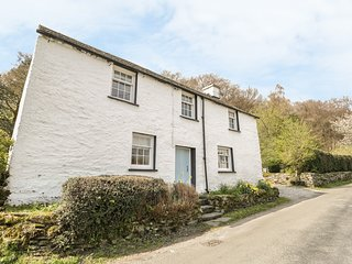 TOWN END FARMHOUSE, wood burning stove, private parking. Ref: 972624