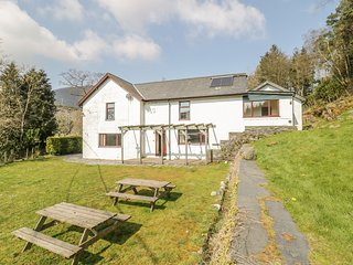 STINIOG LODGE, pet-friendly, spacious, ideal for groups, Blaenau Ffestiniog