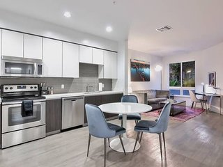 Stunning & Modern 1BR Urban Flat -Business or Fun!
