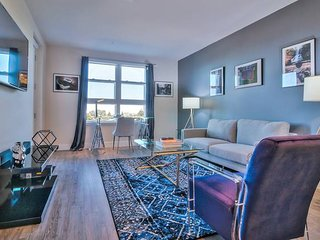 Spacious & High-Floor 1BR in Downtown - Pool + Spa