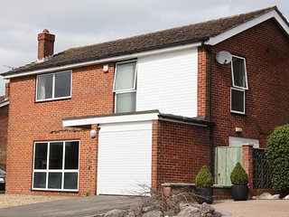 Lovely Home in historic village, sleeps 10, in Chilterns near Henley on Thames
