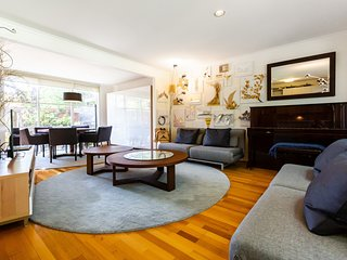 Karin, 2BDR Creative Kensington Townhouse