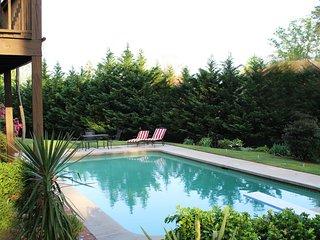 Private Retreat + Pool Sleeps 14 Braves Stadium 5 miles, Midtown 9 miles