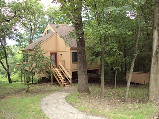 Cozy Pet Friendly Cottage w/ Gas Grill, Beautiful Views & Owners Club Passes