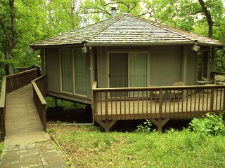 Absolutely Adorable 2 Bedroom, 2 Bath Cabin in the Woods