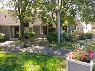 Quiet Retreat on Cul de Sac w/ Nice Wooded Views from Deck & Owners Club Passes