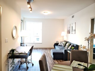 Lovely Home away from Home 1BR Suite with Den in Downtown #RU641