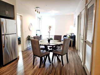 G12 549 -  Relax in a Contemporary Home in the Heart of Busy LA