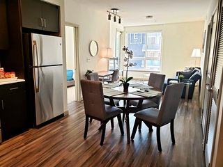 G12 428 - Upscale and Modern 2 Bedroom Suite near Staples LA