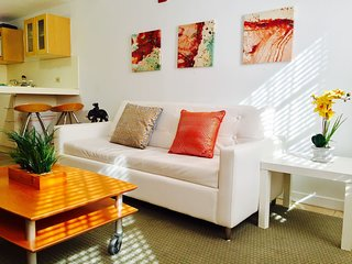 GREAT DEAL/Affordable South Beach Center Apt