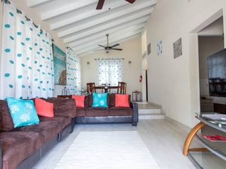 Holiday Home in St James, walking distance to shopping and West Coast beach