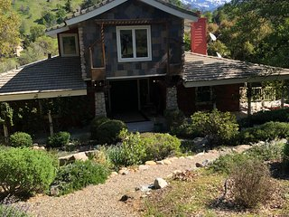Magical Riverfront Sequoia Getaway Landscaped Enchanting Waterfront Retreat NEW!