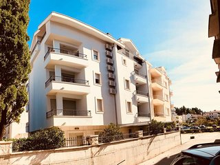 Two bedroom apartment Makarska (A-16650-a)