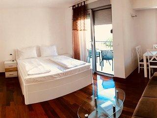 Makarska Apartment Sleeps 4 with Air Con - 5786889