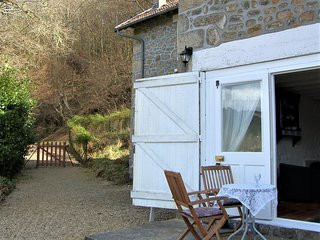 Newly Renovated Cottage Outstanding Countryside Views Sleeps 4 + Cot Pet Welcome