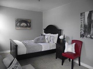 Charming Clifton Hill Apartment