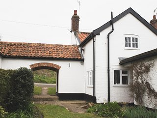 Pike Cottage, Beautiful River Setting, Letheringham