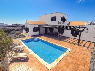 Large 4 Bed Rustic Villa w/Pool in Lajares Village