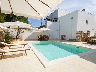 luxury courtyard mono