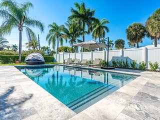 Villa Linda- Walk to Beach- Heated Pool-3/3 for 6