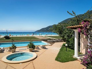Beachfront Villa Zoe- Villas Aktes in Vasiliki bay