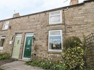 4 HARROGATE COTTAGES, multi-fuel stove, garden with furniture, base for