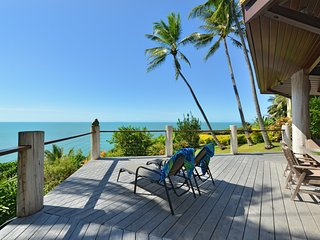 5 Wharf Street - 4 Bedroom House with Spectacular Coral Sea Views